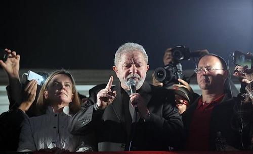 상파울루에서 최근 열린 정치행사에 참석한 룰라 전 대통령[브라질 일간지 폴랴 지 상파울루]