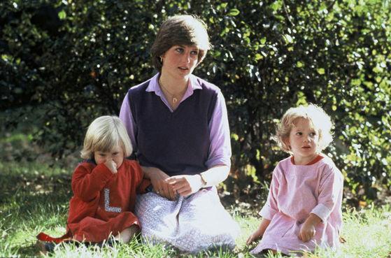 다이애너 왕세자비는 약혼 당시 유치원 보육교사로 일했다. [중앙포토]