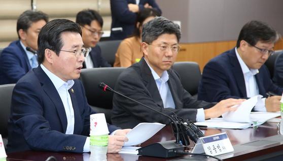 김용범 금융위원회 부위원장(왼쪽). 가상화폐 TF 주재. 자료: 금융위원회