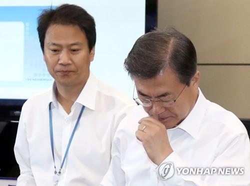 '표정 굳어진' 文대통령..北도발-金낙마 '내우외환' 직면 #연합뉴스