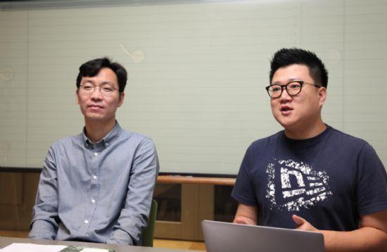 NHN엔터 조영일 클라우드플랫폼개발랩장(좌), 김건해 인사팀장(우).