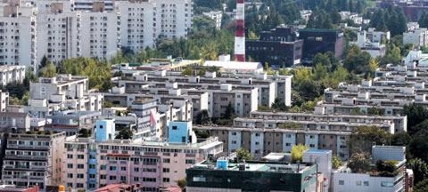 지난 5월 관리처분 인가를 받은 국내 최대 재건축 단지 서울 강동구 둔촌주공아파트. / 조선일보DB