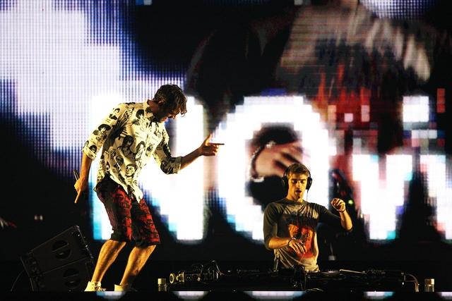 12일 저녁 잠실체육관에서 첫 내한공연을 한 미국의 세계적인 일렉트로닉 듀오 체인스모커스.  현대카드 제공