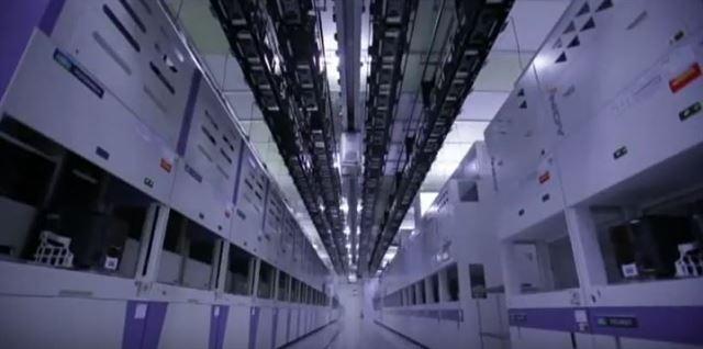 도시바메모리가 낸드플래시 메모리를 생산하는 일본 미에현 욧카이치공장 내부. 유튜브 캡처