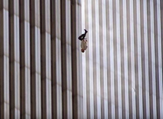 9·11테러 '추락하는 남자'의 진실.. 16년째 물음표 #국민일보