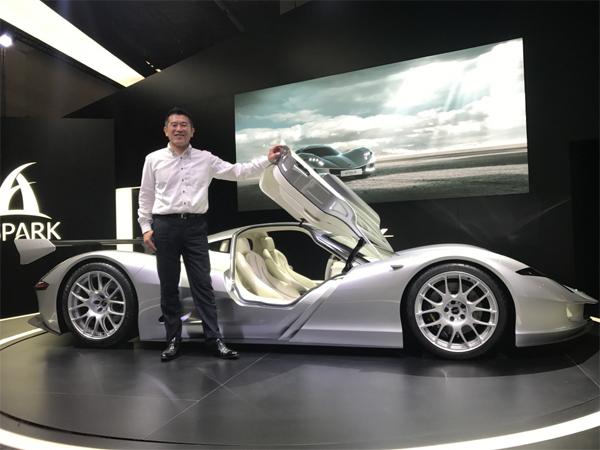 일본 아스파크의 요시다 마사노리 사장이 45억원에 달하는 초호화 전기차 콘셉트를 선보였다.