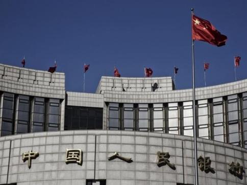 중국 인민은행이 민간 차원의 가상화폐에 철퇴를 내리는 한켠 법정 가상화폐 발행을 추진중인 것으로 나타났다./블룸버그