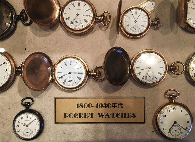 '용정콜렉션'에 진열된 빈티지 회중시계.