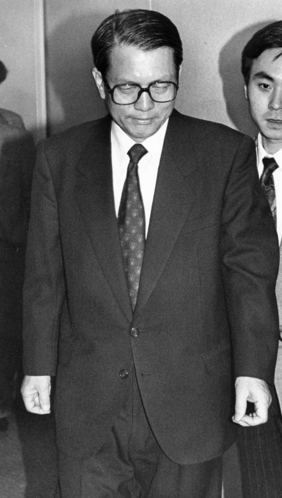 부산초원복집 사건의 첫공판 법정에 나온 김기춘 전 법무부장관. [중앙포토]