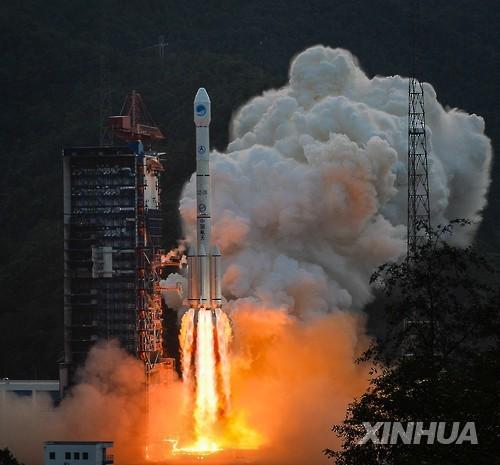 중국, 자체 GPS '베이더우' 20번째 위성 발사      (신화=연합뉴스) 중국이 독자적으로 개발·운용 중인 위성위치확인 시스템(GPS)인 베이더우 항법위성은 30일 오전 쓰촨성 시창 위성발사센터에서 창정(長征) 3-B호 로켓에 실려 발사되고 있다. 이 위성에는 처음으로 수소원자 시계가 탑재돼 있으며 궤도에 진입한 뒤 위성간 연결, 신형 GPS 신호 시스템 등의 실험을 담당하게 된다.