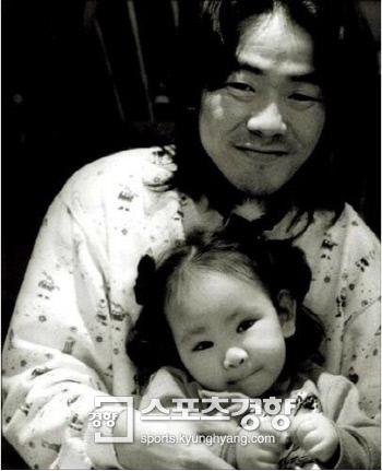고 김광석과 딸 서연 양, 사진 경향DB