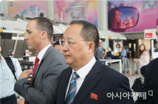 리용호 북한 외무상이 20일(현지시간) 미국 뉴욕 JFK국제공항에 도착하고 있다.