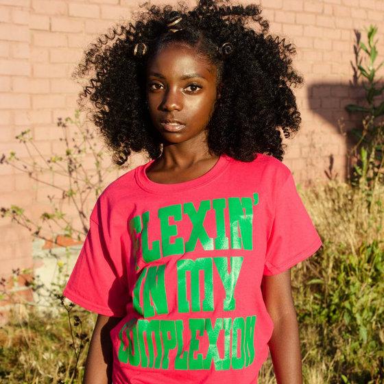 '내 피부색을 뽐낼거야'라는 문구의 티셔츠를 입은 체리스 로저스. [사진 체리스 로저스 인스타그램]