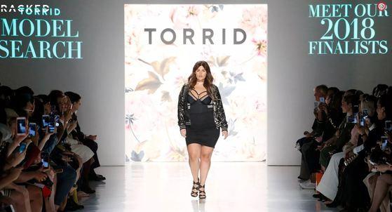 토리드는 플러스 사이즈 모델 10명을 런웨이에 세우는 패션쇼를 통해 최종 우승자를 선발했다. [사진 토리드 홈페이지 캡처]