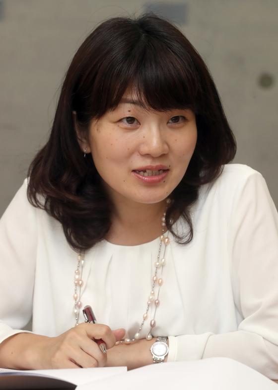 서울 거주 외국인들이 22일 중앙일보사에서 김영란법과 관련한 좌담을 했다. 오누키 도모코 마이니치 신문 특파원. 최정동 기자