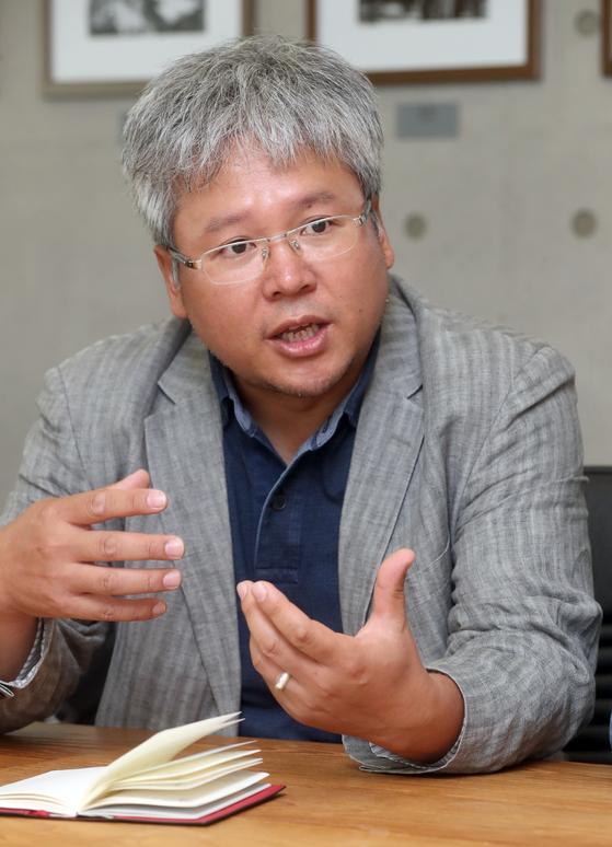 서울 거주 외국인들이 22일 중앙일보사에서 김영란법과 관련한 좌담을 했다. 루싱하이 중국 CCTV지국장. 최정동 기자