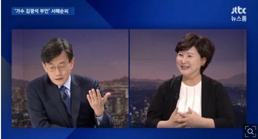고 김광석씨의 부인 서해순씨가 25일 JTBC 뉴스룸에 출연해 손석희 앵커와 인터뷰를 나누고 있다./사진=JTBC 뉴스룸 화면 캡쳐
