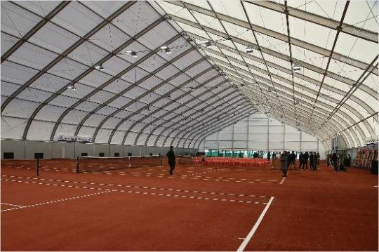개발제한구역인 육군사관학교 안에 허가 없이 지어진 실내 테니스장. 대한테니스협회