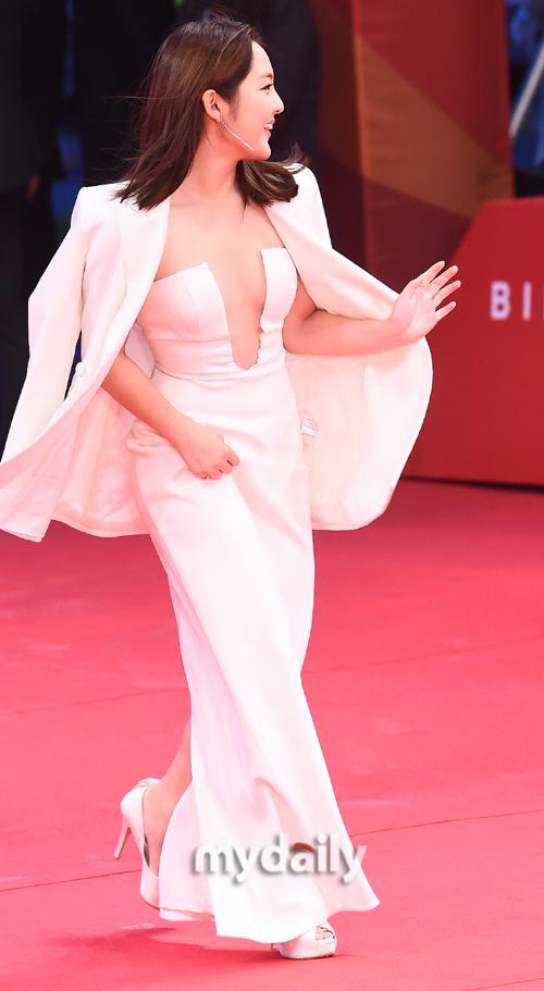 ▲서신애 '순백의 드레스'
