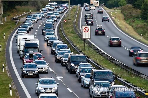 독일 뮌헨과 오스트리아 잘츠부르크를 잇는 A8 고속도로의 모습 [EPA=연합뉴스]
