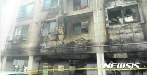 지난해 8월 대전 서구 괴정동 LH매입임대주택에서 발생된 화재사고 현장. 천장 및 외벽을 타고 불이 확산된 것으로 추정된다. (자료제공 = 박찬우 의원실)