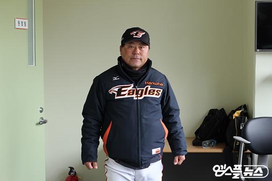서산 한화 퓨처스 감독 시절 이정훈(사진=엠스플뉴스)