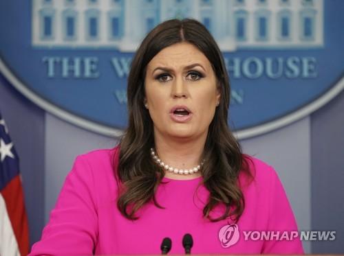 정례 브리핑 중인 새라 허커비 샌더스 백악관 대변인 [AP=연합뉴스]