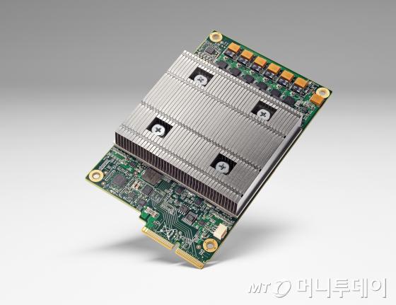 구글이 개발한 TPU 칩/사진출처=구글 미국 블로그