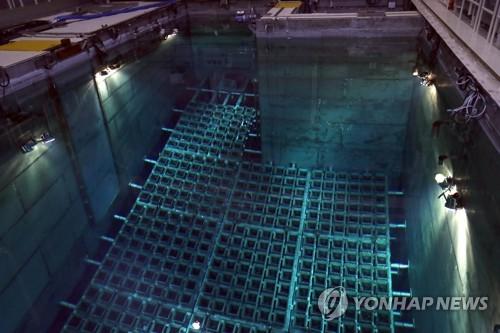 지난 20일 오후 부산 기장군 한국수력원자력 고리원전 1호기에 있는 사용후 핵연료 저장조 모습 [연합뉴스 자료사진]