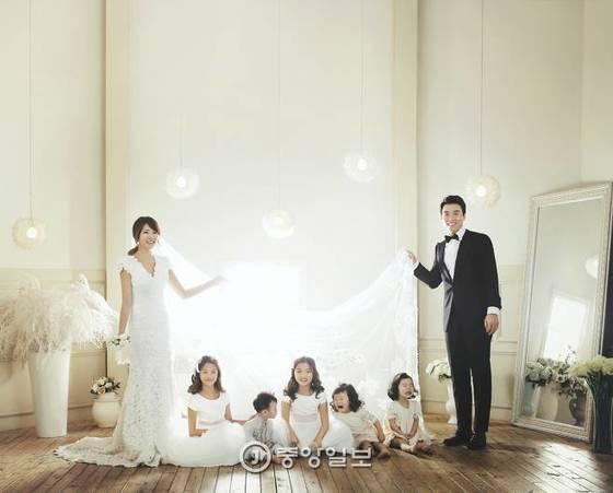 이동국은 아내 이수진씨 사이에서 아이가 무려 다섯명이다. 쌍둥이 딸 재시·재아(10), 설아·수아(4), 막내아들 시안(3)가 있다. [이동국 제공]