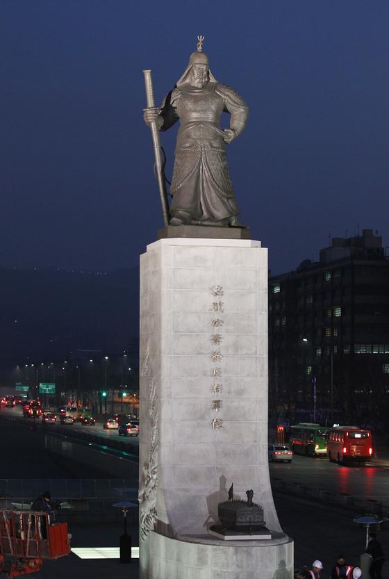 광화문광장의 이순신 장군 동상.[중앙포토]