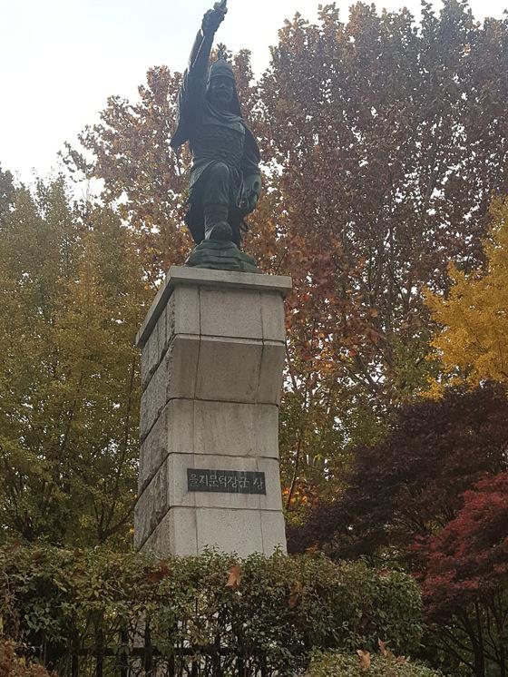 서울어린이대공원에 설치된 을지문덕 장군 동상.[사진 서울시]