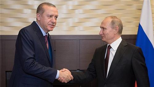 (리아노보스티=연합뉴스) 러시아 남부 도시 소치에서 만난 푸틴 대통령(오른쪽)과 에르도안 대통령.