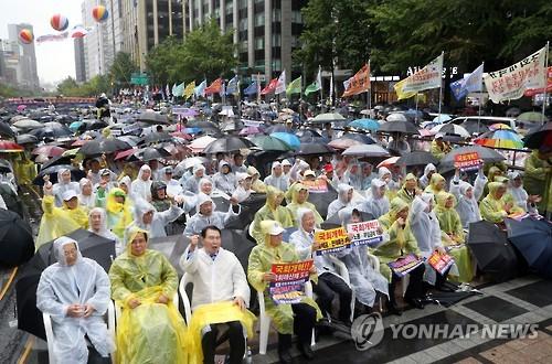 국회개혁 범국민연합의 2016년 8월 집회 장면. [연합뉴스 자료사진]