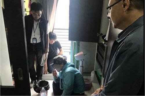태국에서 검거된 인신매매 모집책 김씨(가운데)[사진출처 방콕포스트 홈페이지]