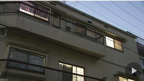 """""""친자식 4명을 묻었다""""고 자수한 여성이 살던 아파트[NHK 캡처]"""