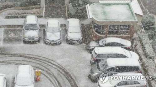 23일 첫눈내린 전주의 한 아파트[연합뉴스]