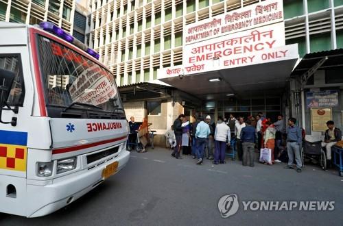 인도 수도 뉴델리의 정부 운영 병원 응급실 입구 모습. 사진은 기사 본문과 직접 관련은 없다.[로이터=연합뉴스 자료사진]
