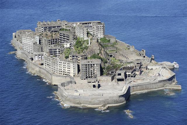 '군함도'로 알려진 일본 나가사키 앞바다의 섬 하시마. 1940년대 강제징용된 조선인들이 석탄 채굴에 동원됐다가 100명 이상이 숨진 곳이다. <한겨레> 자료사진