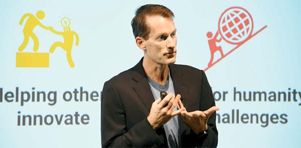 제프 딘 구글 시니어 펠로가 구글의 AI에 대해 설명하고 있다.  [사진 제공 = 구글]