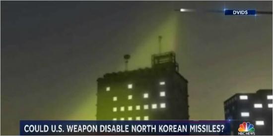 고강도 극초단파(HPM) 무기가 작동하는 원리를 설명한 화면 (NBC뉴스 영상 캡쳐/ NBC뉴스)