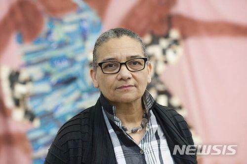 【런던 =AP/뉴시스】 = 영국 테이트 현대미술관이 5일 (현지시간) 배포한 권위있는 터너 미술상의 올해 수상작가 루바이나 히미드(63)의 사진.