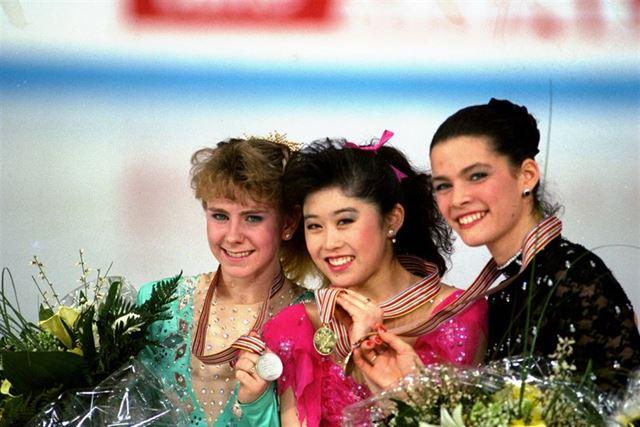 1991년 세계피겨스케이팅선수권대회에서 나란히 메달을 딴 미국의 크리스티 야마구치(가운데ㆍ금), 토냐 하딩(왼쪽ㆍ은), 낸시 케리건(오른쪽ㆍ동). AP 연합뉴스