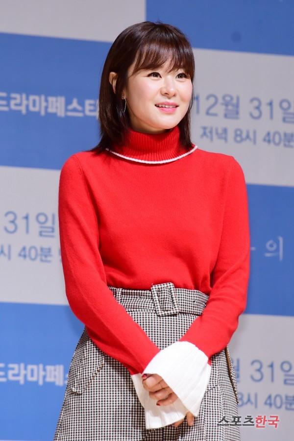 JTBC 드라마페스타 '한여름의 추억' 제작발표회에 참석하고 있는 최강희. 사진=이규연 기자 fit@hankooki.com
