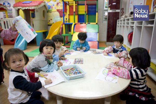 우리나라 유아교육기관은 교육부 산하 유치원과 보건복지부 산하 어린이집으로 이원화되어 각기 다른 정책으로 행정적, 재정적 지원을 받아왔습니다. ⓒ베이비뉴스