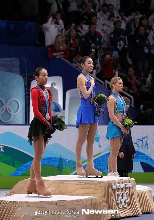 왼쪽 아사다 마오, 가운데 김연아