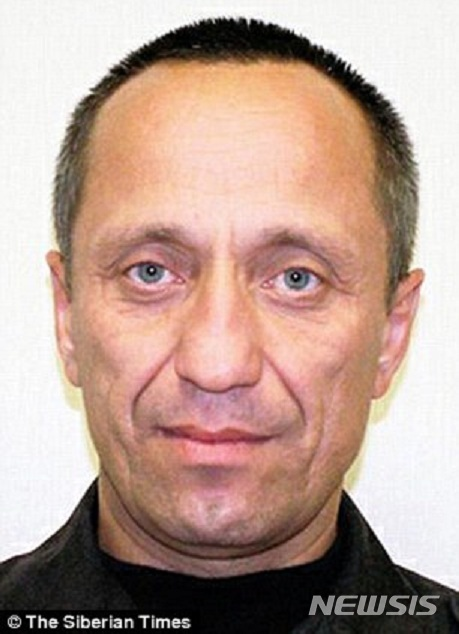 【서울=뉴시스】러시아의 연쇄살인범 미하일 포프코프. 22명의 여성을 성폭행한 후 살해한 혐의로 종신형을 선고받고 복역 중인 포프코프가 59명을 추가로 살해했다고 자백, 10일 새 재판이 다시 시작됐다고 러시아 인테르팍스 통신이 보도했다. 그의 자백이 사실이라면 희생자 수는 81명으로 러시아 최대의 연쇄 살인마가 된다. <사진출처 : 시베리아 타임스> 2018.1.11