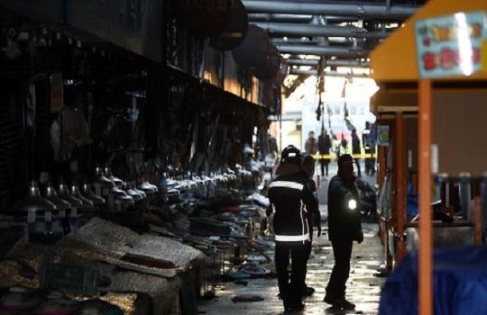 불이난 청량리시장 모습.ⓒ연합뉴스