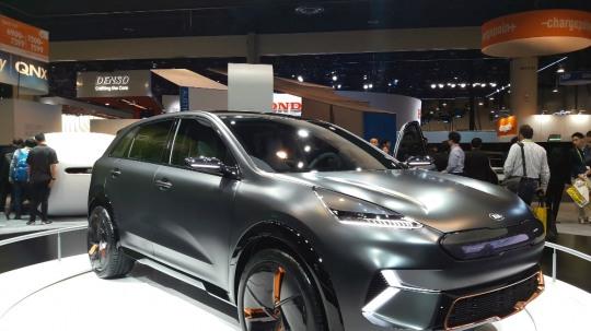 기아자동차는 니로EV 콘셉트 모델을 선보였다.