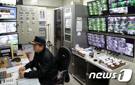 울산 중구 태화동 리버스위트 아파트 박달서(63) 경비조장 /사진=뉴스1 조민주 기자